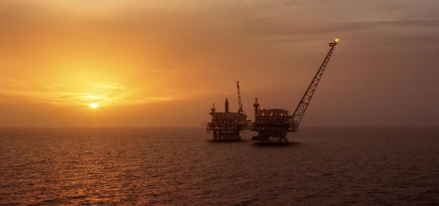 planta petrolifera oceano