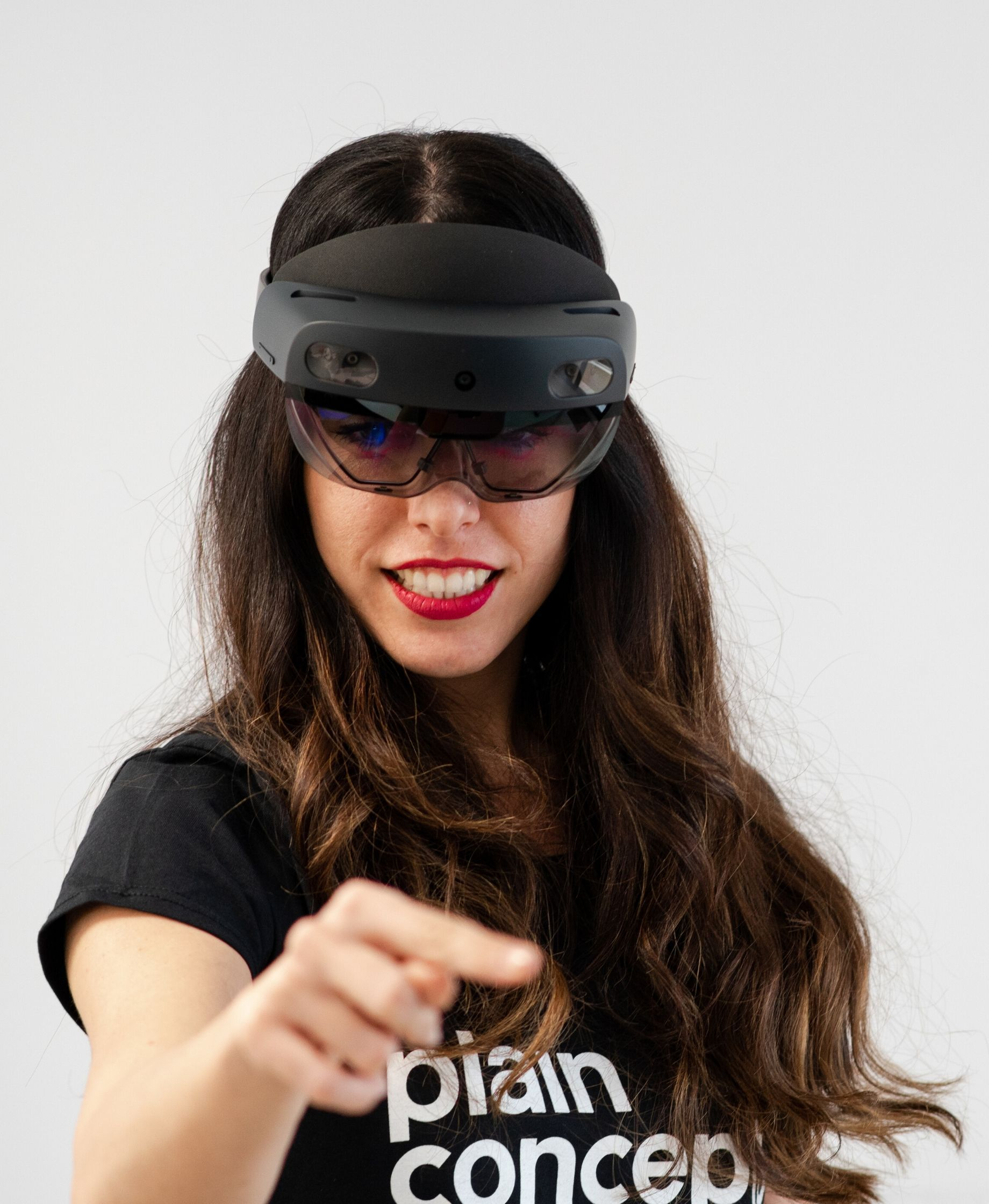 Girl with hololens 2